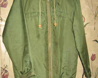 1950s  mens LL BEAN Mens   military style PARKA   cold arctic  sub zero weather Work Chore hooded  Coat in the green sateen coat parka