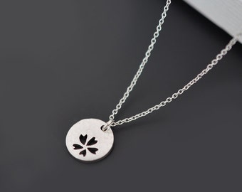 Daisy necklace, Pendant Necklace, Silver necklace, Flower necklace, Disk necklace, Dainty necklace, Wedding necklace,Bridal jewelry