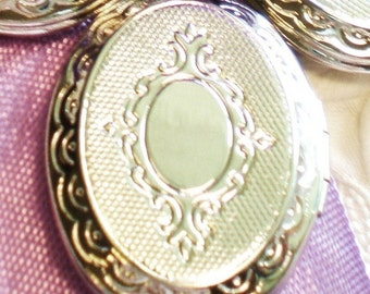 2 silver lockets  antique style 30x24x5mm jewelry supplies