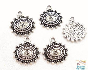 5 charms silver metal with embossed 17x16mm (bre27) patterns