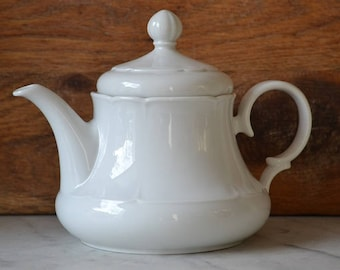 Classic white teapot from Seltmann Meadows