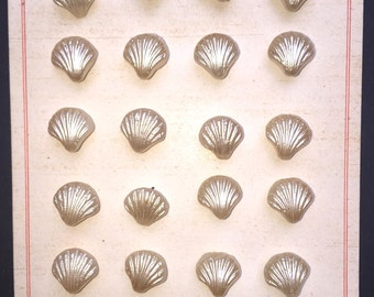 24 Gorgeous Vintage Austrian Cream Glass Shell Shape Buttons - 1cm Wide