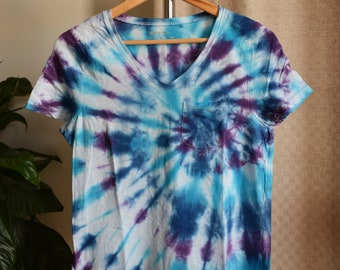 Cool coloured Spiral Tie Dye V Neck Pocketed Tee