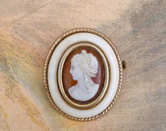 Vintage  French cameo  brooch