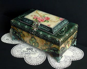 Hand decorated box Big Victorian box Antique jewelry box Distressed green box Trinket box Barocco style Old box