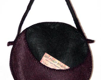 LUNO, hand-sewn felt bag.
