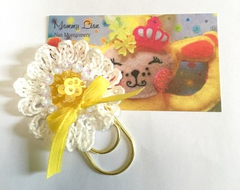 2 Crochet Daisy Paper Clips, Beaded Flowers, planner clips,  Daisies, Accessory, Bookmark, Journal, Flower paper clips,