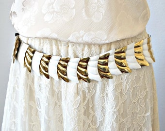 Vintage Cinch Belt Metal Fish Tail Stretch White and Gold Trendy Boho 30 Inch Waist