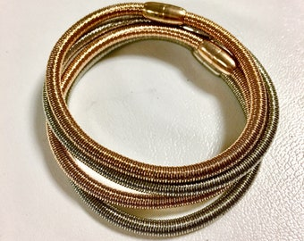 Magnet closure wire bracelets