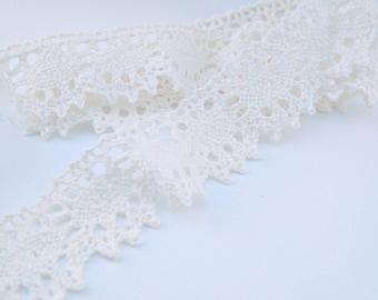 Vintage lace trimming (price per metre)