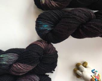 Black hand-dyed yarn, neon speckles, llanwenog, double knit, 50 g, 110 metres, organic, pure British wool, black purple neon - MYSTIQUE