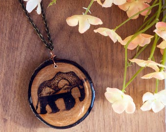 Elephant Necklace, Wood Burned Elephant, Elephant Pendant, Desert Scene Pendant, Elephant Artwork, Wood Burned Necklace, Wood Slice Necklace