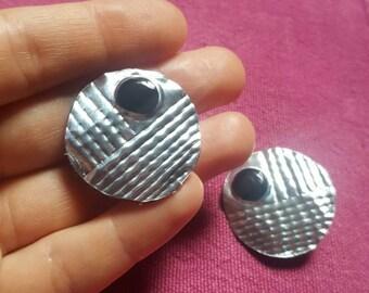Round earrings in Art Deco style