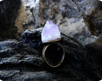 Purple Mountain Majesty. Lavender Amethyst Point Quartz Crystal and Crushed Crystal Snow Boho Rustic Brass Ring