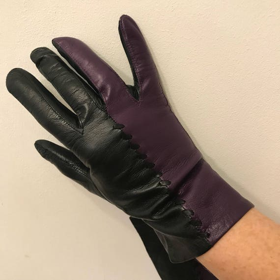 Vintage gloves deep purple black 2 tone leather short gloves size 7 cadbury purple leather gloves 70s does 40s accesory Goodwood winter mod