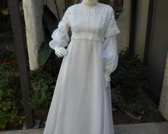 Vintage 1970's White Boho Chic Empire Waist Wedding Dress - Size 14