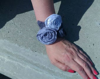 Nuno felted cuffs Felted bracelet  Flowers cuff bracelet Gray and white rose bracelet Romantic  cuff Gift for women
