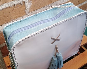 Clutch with white and blue handle