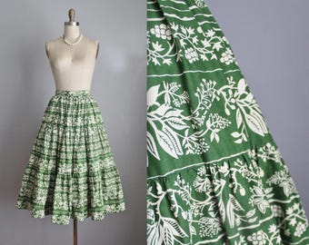 50's Leaf Print Skirt // Vintage 1950's Green Novelty Leaf Floral Print Cotton Full Skirt XS