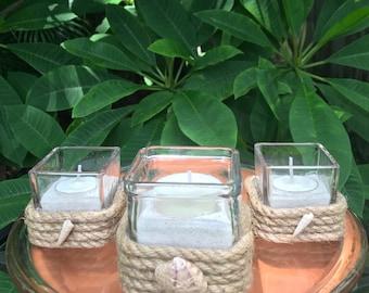 Nautique Manille corde enroulé verre bougeoirs, bougies de soja dans le sable de sucre, coquillages, lot de 3, pièce maîtresse,