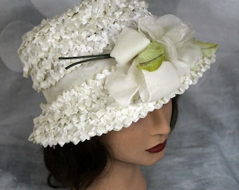 Womens Vintage 1960s Union Made White Straw Church Hat w Flowers
