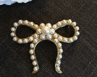 Vintage Style Gold Tone Bow Brooch with Faux Pearls