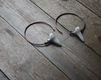 Hooves : 10 gauge copper with deer toe bones