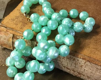 Fresh Pastel Green Dimpled Lucite Bead Necklace Unsigned Single Strand Splash of Colour 1960's 1970's Mint Green Iridescent Luminescent