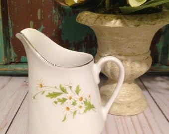 Fine China Made in Japan Creamer/Charlene pattern/Daisies/Spring/Mothers Day