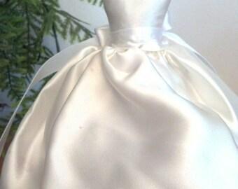 wedding favors bridal shower favors wedding gown lavender sachets centerpiece