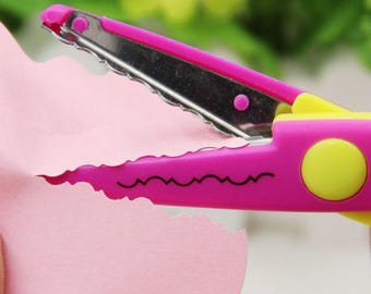 Scissors lace saws and rounded teeth for your decorations