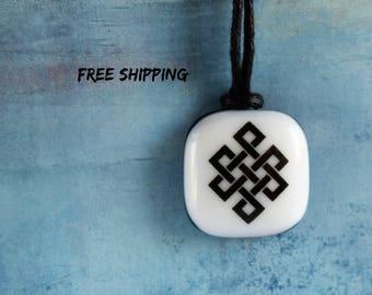Endless knot. Infinite knot. Tibetan pendants. Buddhist symbol. Buddhist jewelry. Tibetan jewelry. Spiritual symbol. Square pendant.