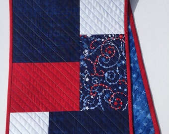 Patriotic Quilted Table Runner, Americana Table Runner, Patriotic Table Cloth, Patriotic Bureau Scarf, Holiday Table Decor, Quiltsy Handmade