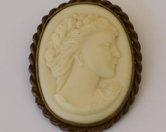 Cameo Brooch, White Cameo, Victorian, White Cast Glass Brooch, Vintage White Brooch