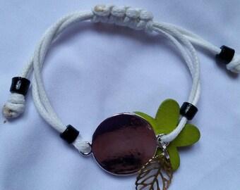 bracelet fantaisie avec médaillon à graver