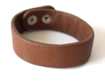 1 bracelet man / woman adjustable snaps to customize in chocolate brown faux leather