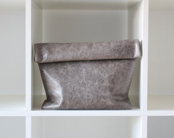 Charcoal Gray leather clutch - leather lunch bag - leather handbag - gray leather purse / bolso de mano de cuero color gris carboncillo