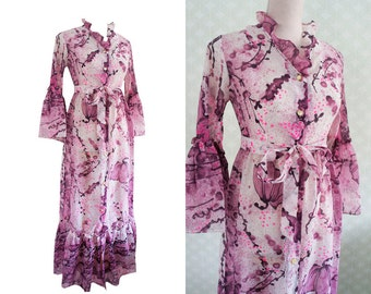 Sheer vintage dress robe style. 70s evening dress robe style. Statement maxi dress.