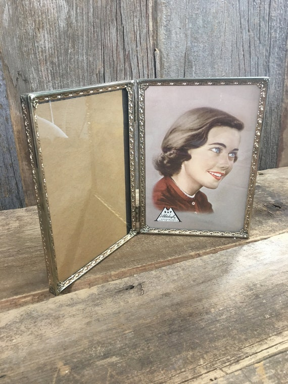 Vintage gold double sided 5 x 7 picture frame, beautiful designed gold double vertical hinged picture frame,vintage gold frame,vintage frame