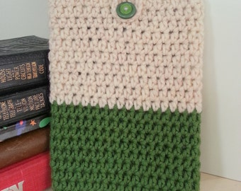 Crocheted eBook Cover in Cream & Green || kobo touch, kobo glo, kindle 4, kindle 5