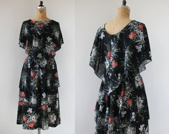 vintage 1970s dress / 70s boho dress / 70s tiered dress / 70s floral print dress / 70s plus size dress / 70s cape bodice dress / XL