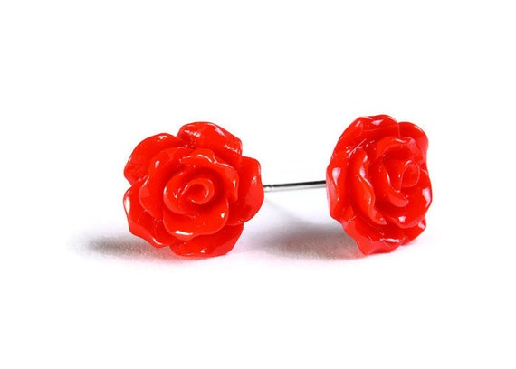 Petite red siam rose rosebud hypoallergenic stud earrings (722)