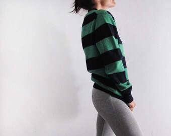 Vintage striped oversized sweater - Pure Shetland wool - sustainable fashion - vintage sportswear. Suitable for a size S to M