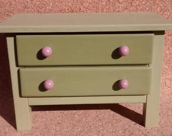 Commode à bijoux fait main en bois, vert olivier