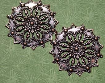 Paire 2Pcs. Antique en filigrane de cuivre fleur support grand 34mm plat estampage Pinwheel oxydé foncé Floral victorien Dickens Cool