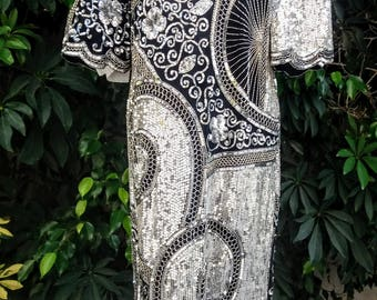 RARE sequin and beaded art deco style dress from the 80's. Feels very 20's. So intricate! Size M/L