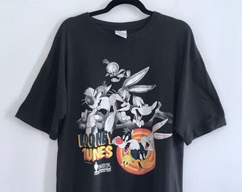 Vintage 90s Looney Tunes thrashed t-shirt