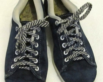 Women's Vintage 60's,Cute Blue SUEDE BOWLING SHOES By Hush Puppies.5N