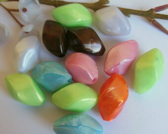 lot of 13 beads plastic
