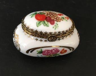 Vintage Pill box. Del Prado pill box. Vintage Pill box. Trinket box. Porcelain pill box. Gift for her.